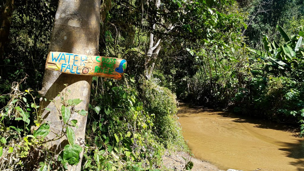 Sign to Pai Waterfall